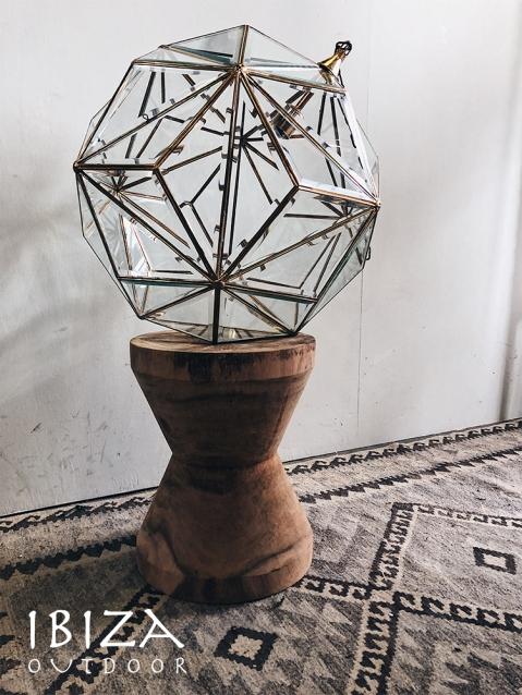 Mooie lamp gemaakt van glas