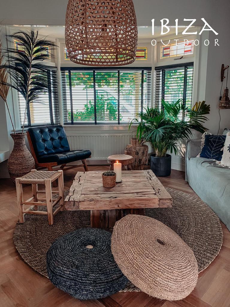 Toffe rechthoekige salontafel gemaakt van teakhout en leuk voor binnen.